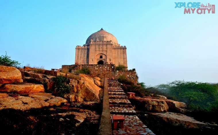 Qutub Khans Tomb